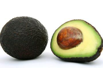 avocado door de midden gesneden