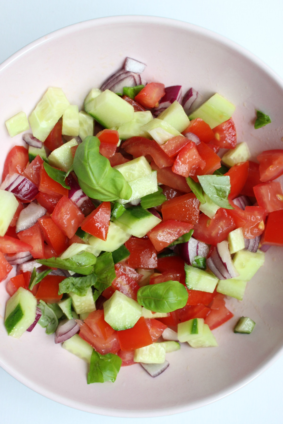 Zo gemaakte tomaten – komkommersalsa