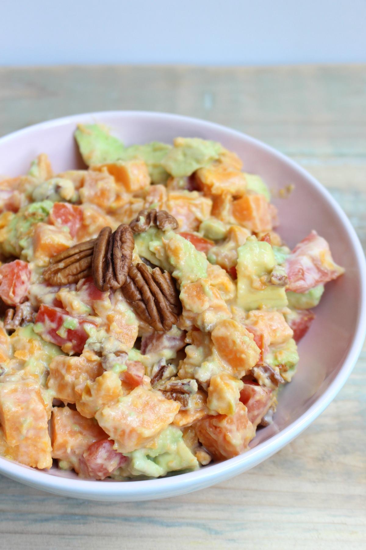Zoete aardappel – avocado slaatje
