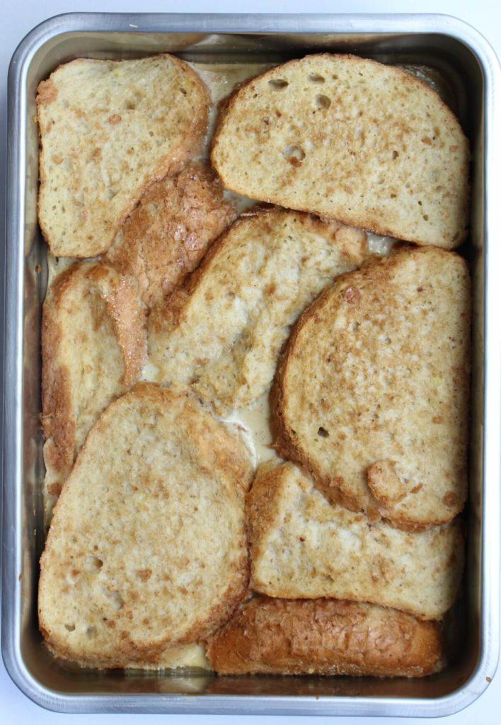 wentelteefjes in een ovenschaal
