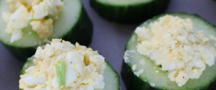 Komkommer hapje met eiersalade