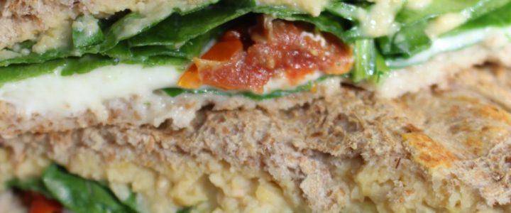 Tosti Anders – met humus, mozzarella en spinazie
