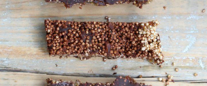 Dadelreep met gepofte quinoa en chocolade