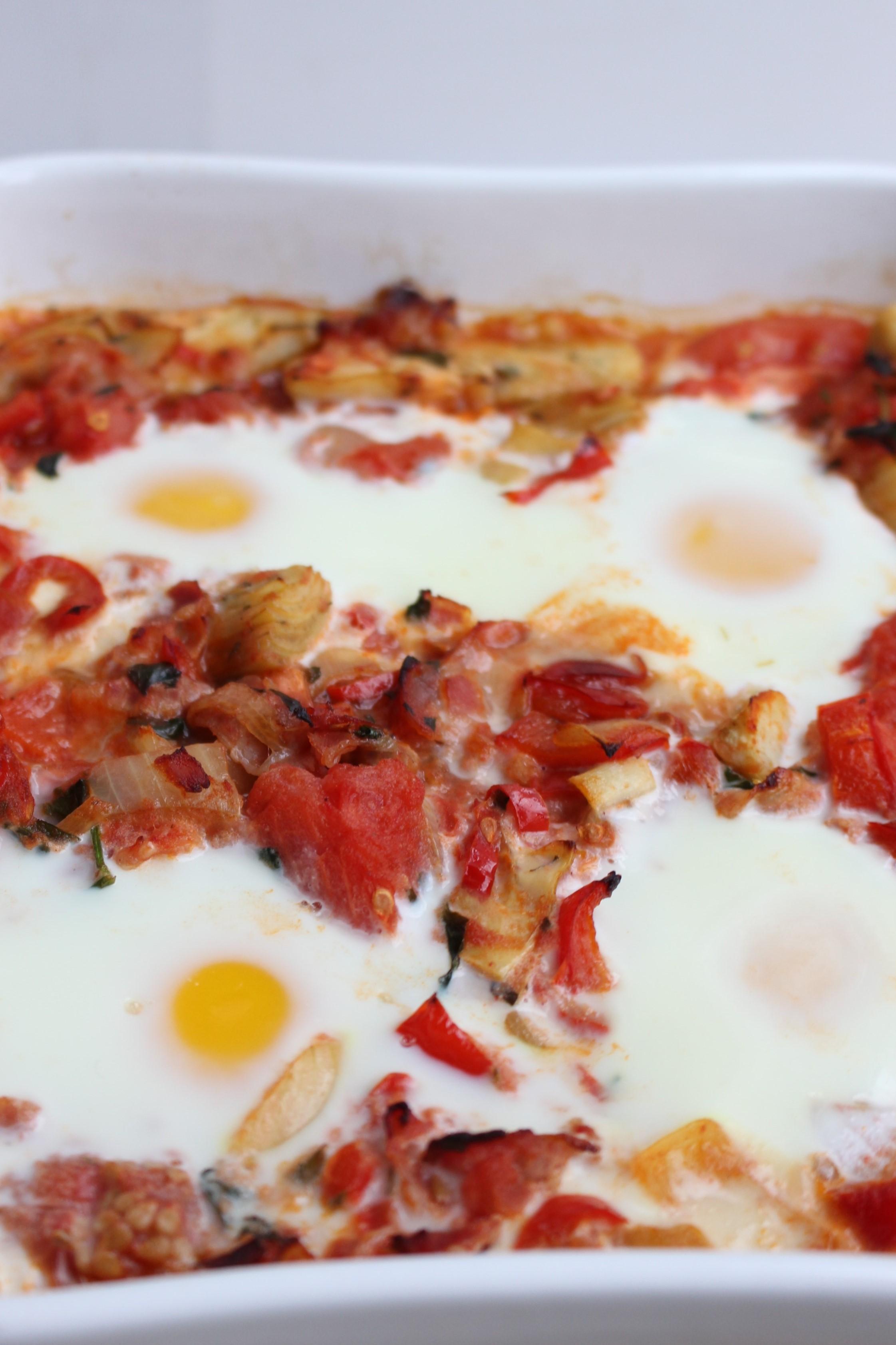 Ovenschotel met artisjok, rode groenten en ei