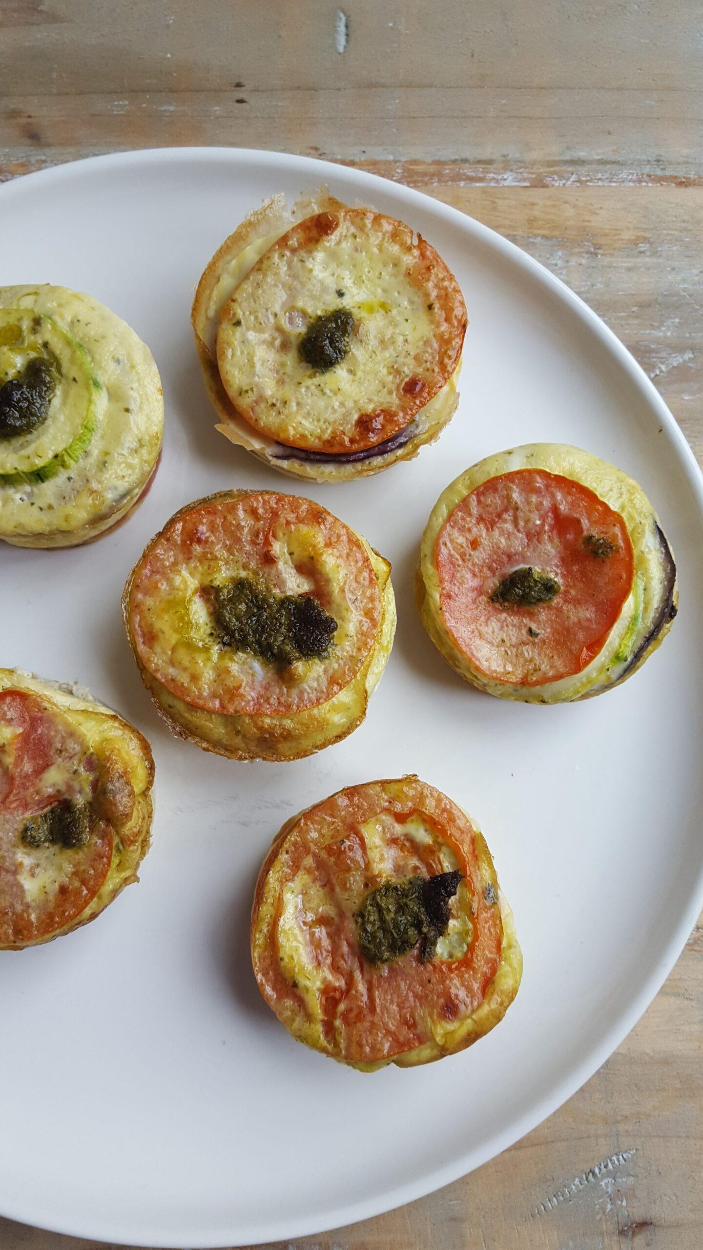 Hartige muffins – met courgette, tomaat en pesto