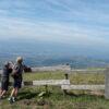 De jongens op de berg, met uitzicht over het dal