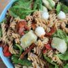Pastasalade met o.a. artisjok en mozzarella