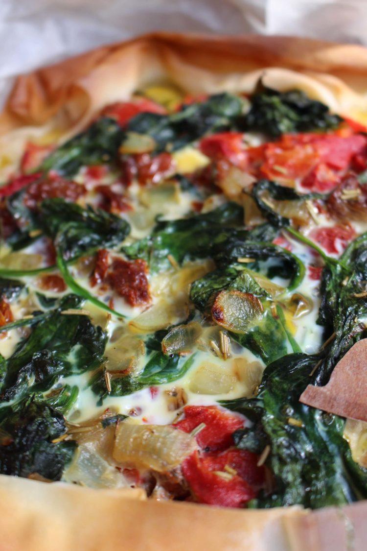 italiaanse filodeeg quiche met spinazie, rode groenten en pesto 2