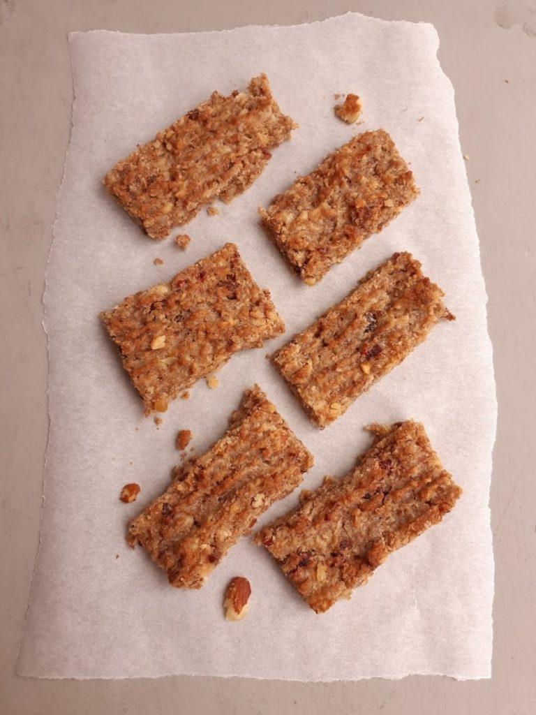 Recept voor notenkoek, plaat vol uit de oven.