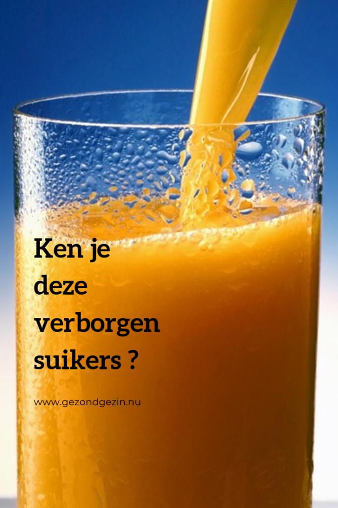 Glas sinaasappelsap met de tekst ken je deze verborgen suikers