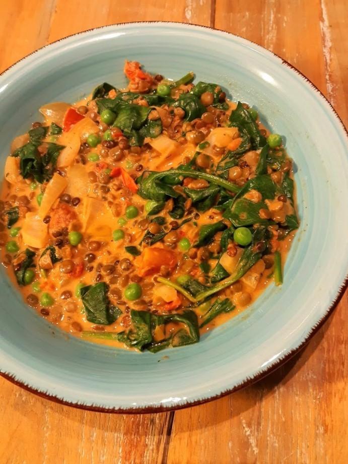 bord dahl met linzen en spinazie