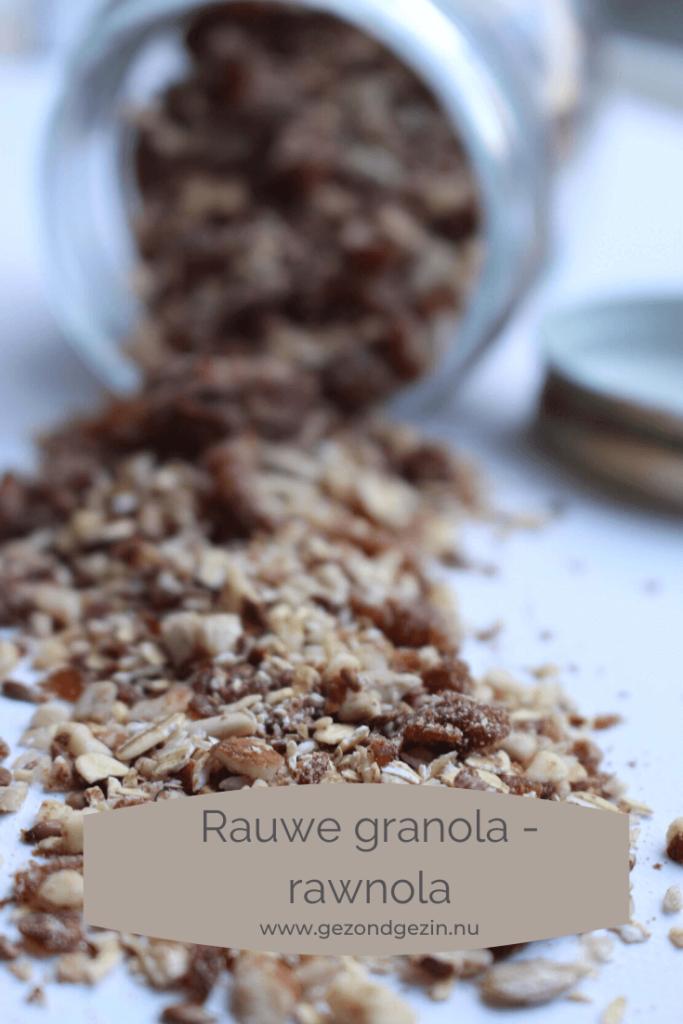rauwe granola in een pot