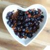 kwark met granola en blauwe bessen