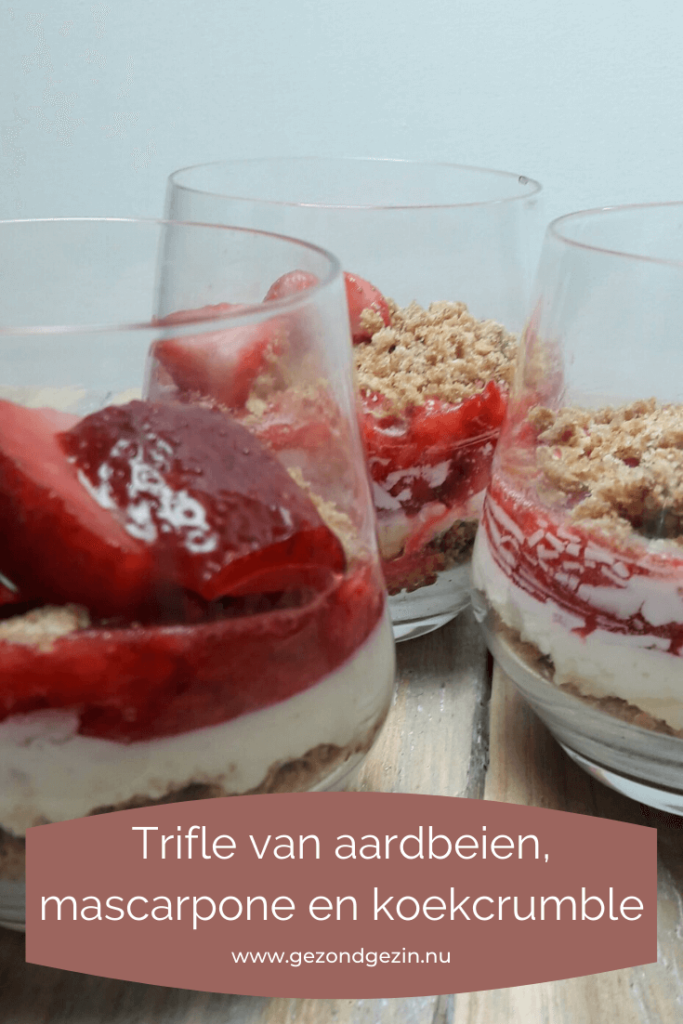 Trifle van aardbeien, mascarpone en koekcrumble