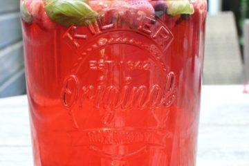fruitwater in een grote kan