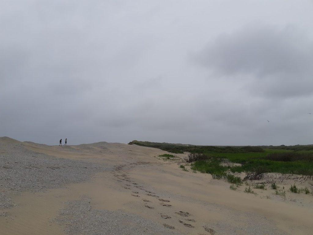 wandelen op ameland, op het strand